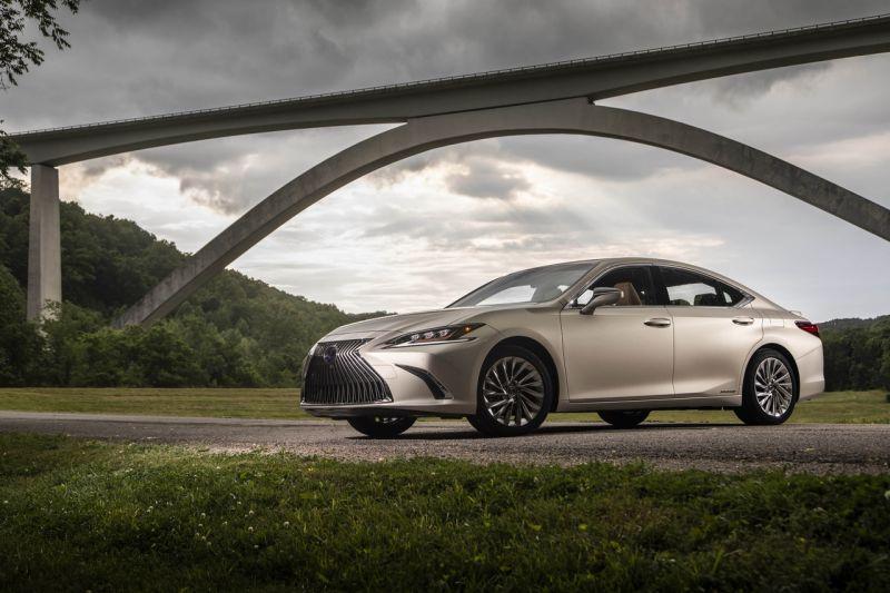 AKČNÍ NABÍDKA - Lexus ES 300h se slevou až 535.000,- Kč!