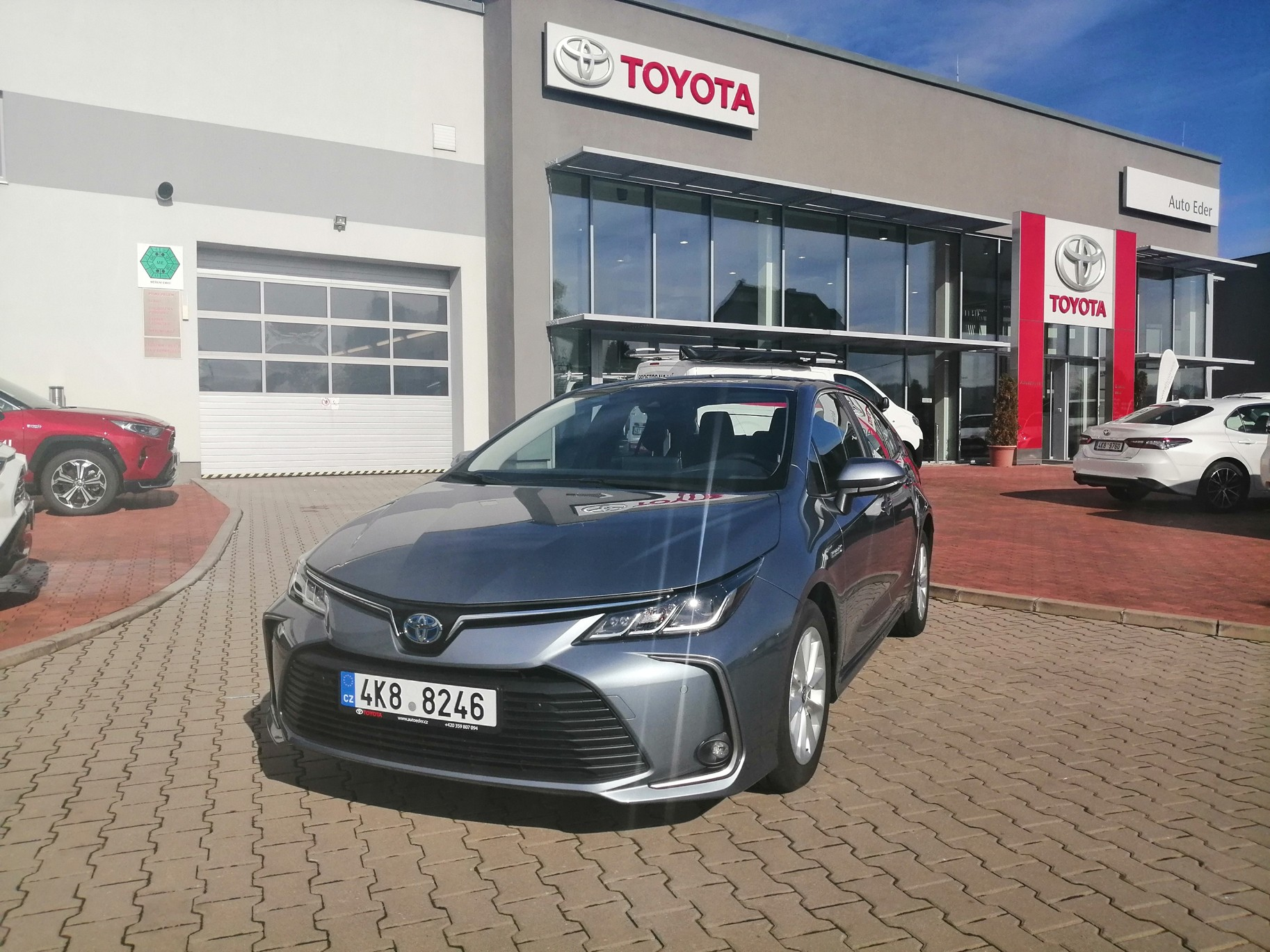 Toyota COROLLA Sedan 1,8 Hybrid (122 k) aut. převodovka