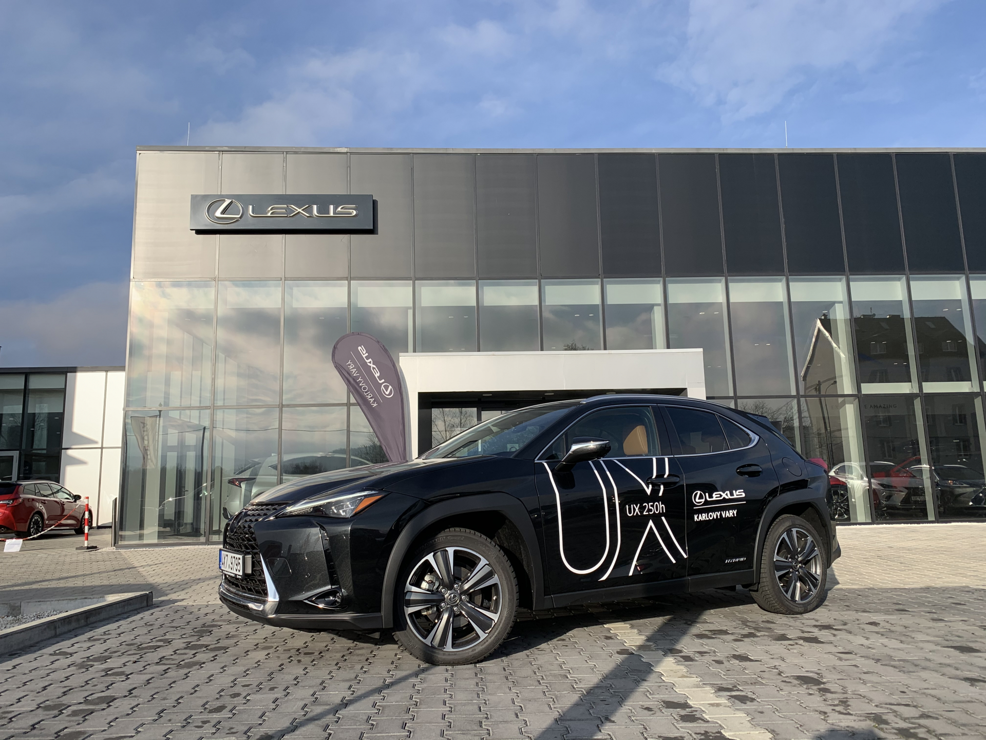Lexus UX 250h 2.0 L Petrol Hybrid (184 k) aut. e-CVT (4X4) Prestige