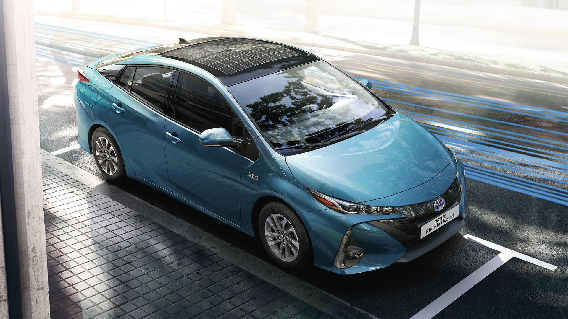toyota-prius-plug-in-2016-gallery-04-full_tcm-1016-1685339