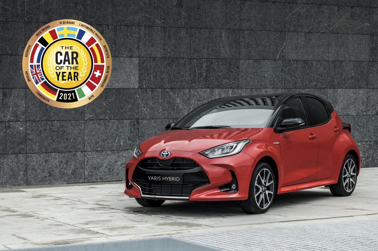 Toyota CAMRY 2,5 Hybrid (218 k) benzin aut. e-CVT Executive za 739.900,- Kč!